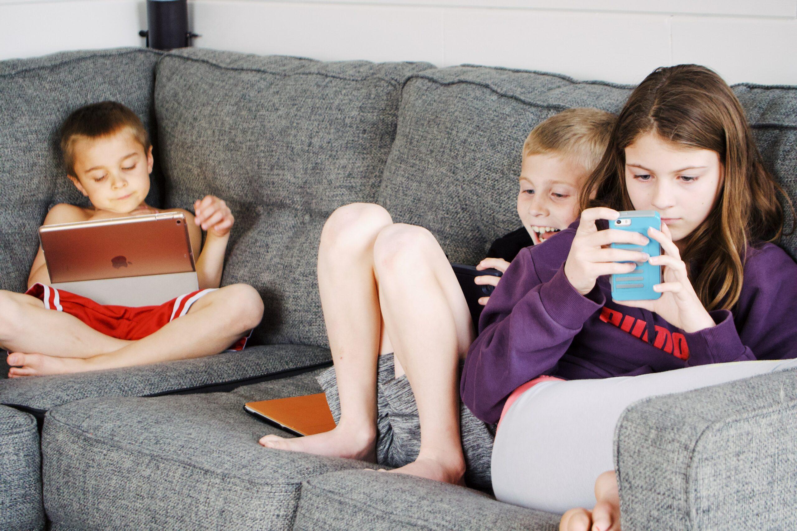 kids on phone